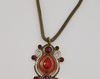 red and white antique gold pendant neckalce