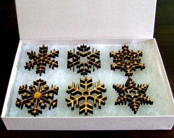 Snowflakes set in gift box.