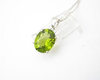 Natural Gemstone Peridot 11x9mm Faceted Oval 925 Sterling Silver Pendant With Chain