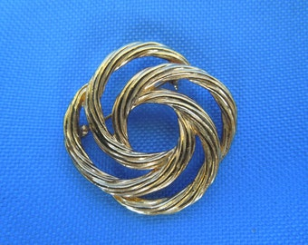 Vintage Gold Tone Brooch.  Swirly Design.