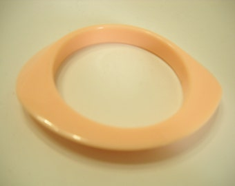 Vintage Pale Peach Slanted Bangle Bracelet (9052)