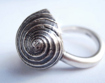 Small Snail diamond Ring Sterling Silver from The Nature Hommages Collection