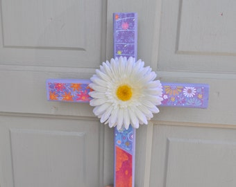 Bright wood cross with daisy flower center accent