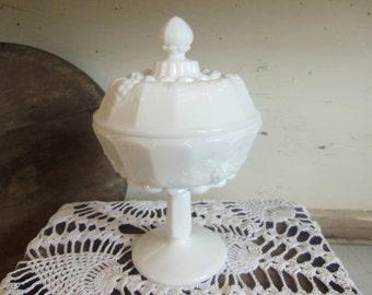 Vintage Westmoreland Milk Glass Small Lidded Candy Dish B875