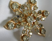 Gold Tone and Prong Set Rhinestone Flower and Leaf Motif Brooch Pin - Unsigned - Vintage