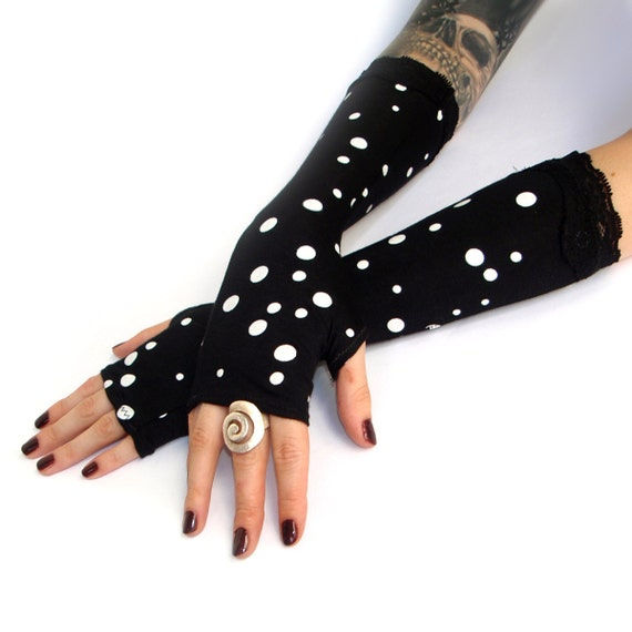 Dog, cat, panda or bear. The possibilities are endless with these black and white animal paw gloves! Imported.