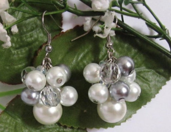 Bridesmaid Earrings, Pearl Earrings, Bridesmaid Jewelry, Cluster Earrings, Wedding Jewelry, Ivory and Gray, Gift For her