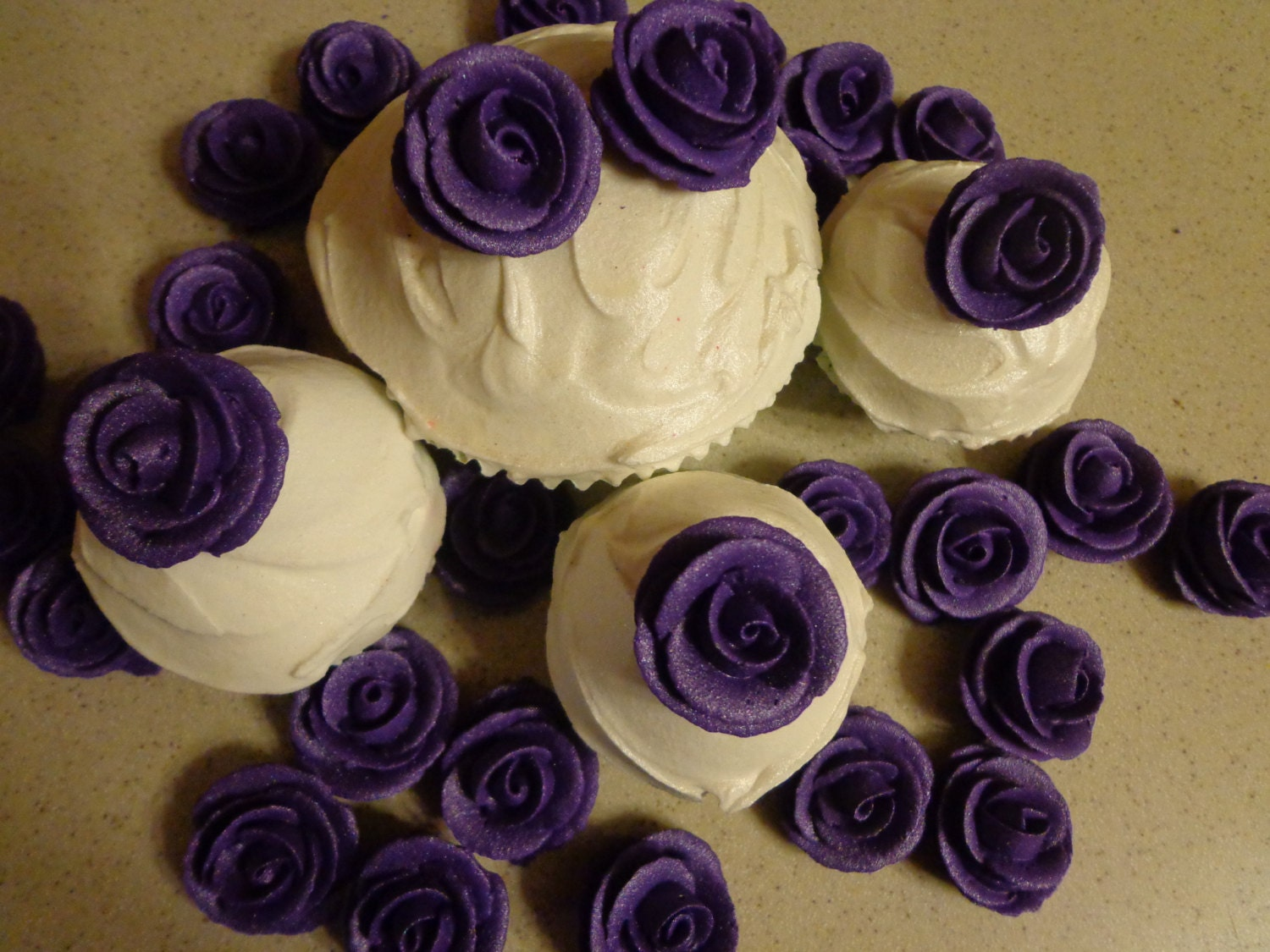 how to make dark purple icing