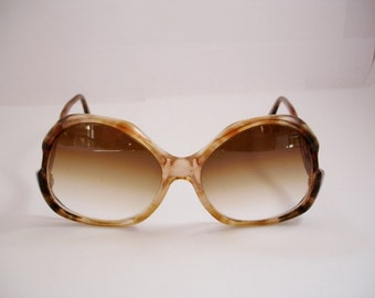 Wow - Vintage 1970's Women's eyeglasses - See our huge collection of vintage eyewear
