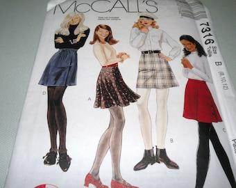 McCalls 7316 Skirt pattern 8 to 12 Uncut
