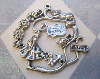 Alice In Wonderland Charm 2pcs (C151)