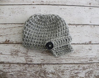 Newborn baby boy photo prop. Crochet Newsboy hat in light grey. Fall boy hat. Winter boy hat. Newsboy photo prop hat.