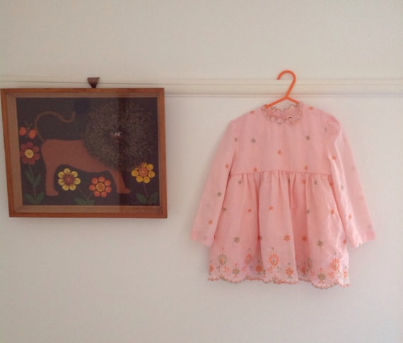 Vintage 1970s peach embroidered girls dress age 3/4