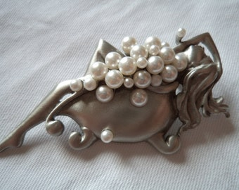 Vintage Signed JJ Silver pewter Lady in Bubblebath Brooch/Pin