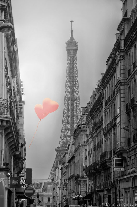 Black and white photography eiffel tower heart balloons for Black and white paris wall mural