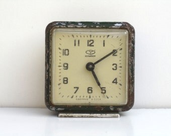 Vintage Green Mechanical Alarm Clock / Made in CCCP