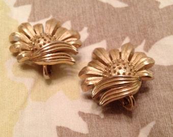 Trifari Goldtone Flower Earrings. Clip Ons. Pretty! Great quality!