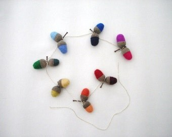 Felted Acorns Mobile, Set of 7 double acorns, hand felted, real acorn caps, rainbow, nursery / playroom decoration