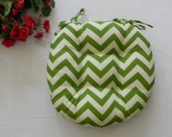 "Indoor Outdoor Tufted Round Bistro Cushion with ties - 20"" Green Ivory Zig Zag / Chevron Stripe"