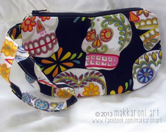 Zippered Wristlet/Clutch in a Great Sugar Skull Fabric, Dia de Los Muertos, Day of the Dead