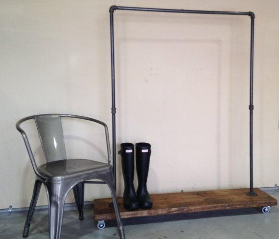 porte v tement tuyau plomberie industriel urbain portant. Black Bedroom Furniture Sets. Home Design Ideas