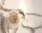 Glass dome necklace filled with real dried sea lavender flowers. Glass orb white flower necklace. Dried flower jewelry. - DonsterShop