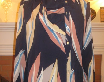 FREE SHIPPING on this Vintage 1970s Print Button Down Polyester Blouse (Small)