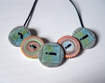 Handcrafted and hand-painted buttons necklace/facts/Buttons necklache