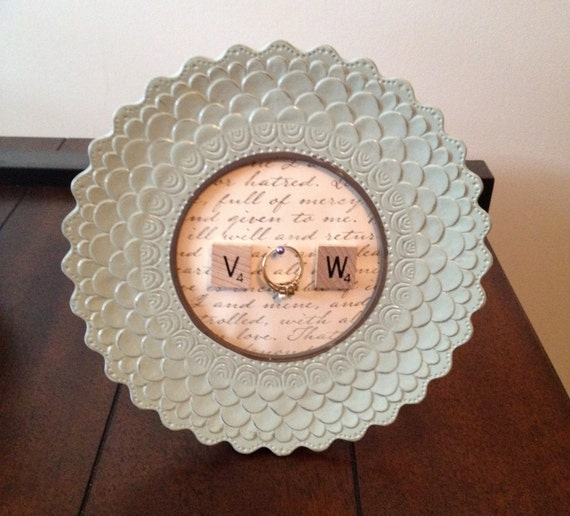 Vintage Round Light Blue Frame Ring Holder