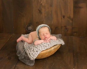 Newborn chunky knit blanket...many other colors to choose from and styles