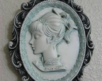 """4.5"""" x 6"""" 1960's Cameo of Girl in Plaster Frame"""
