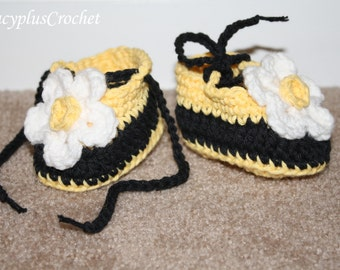 Crochet Bumble Bee Booties. Baby Girl Booties with flower. Baby girl slippers. Crochet. Handmade.