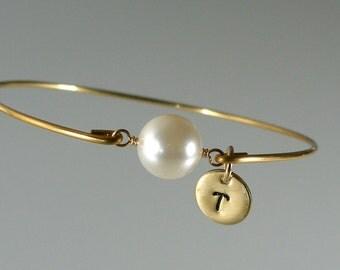 Bridesmaid Jewelry, Pearl Gold Bangle Bracelet, Personalized Jewelry, Personalized Bracelet, Initial Bangle Bracelet, Bridesmaid Gift (P258G