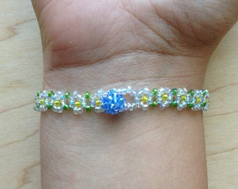 Cute Daisy-Chain Beaded Bracelet