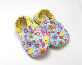 Baby booties 12 to 18 months, baby shoes,baby shower gift,baby gift, polka dot baby, baby shoes, hearts, baby girl gift