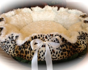 CHEETAH CHIC: Cheetah print Velboa and Cream Rosette Minky Dog Bed