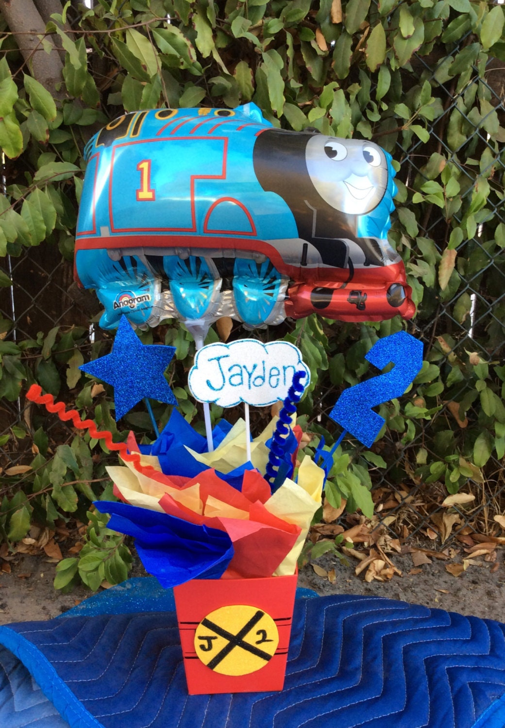 thomas the train birthday party centerpiece. Black Bedroom Furniture Sets. Home Design Ideas