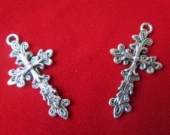 """5pc """"cross"""" charms in antique silver style (BC337)"""
