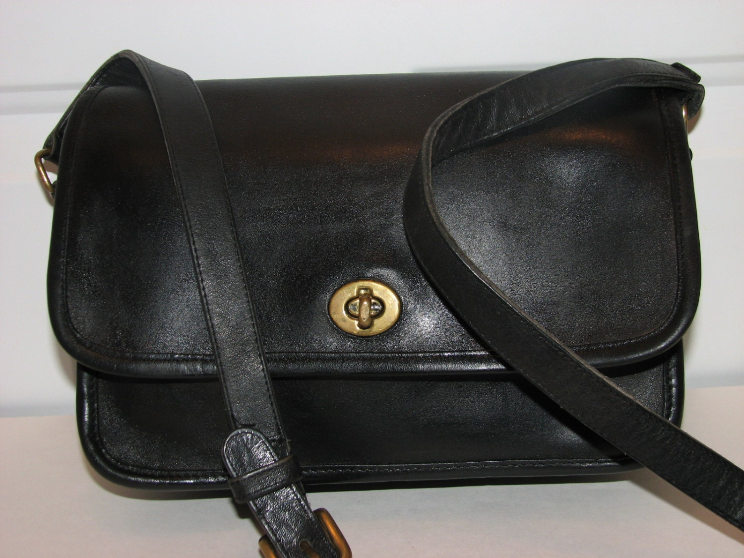 vintage coach compartment bag black leather messenger style. Black Bedroom Furniture Sets. Home Design Ideas