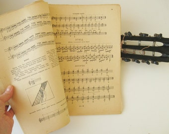 Rare Antigue teach-yourself book on Russian guitar playing