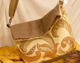 Fold over messenger/purse sized/paisley print/coarse taupe gray/cross body/cotton, cotton blends/outer zip pocket/150168