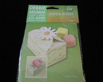 Debbie Mum Small favor boxes by Wilton 8 treat  boxes per 2.99