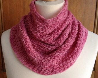 Star stitch crochet cowl