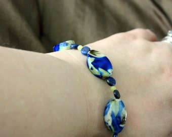 Blue, flowered bracelet with lapis and aventurine