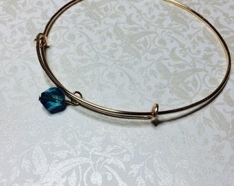 Adjustable dangle bead bangle bracelet