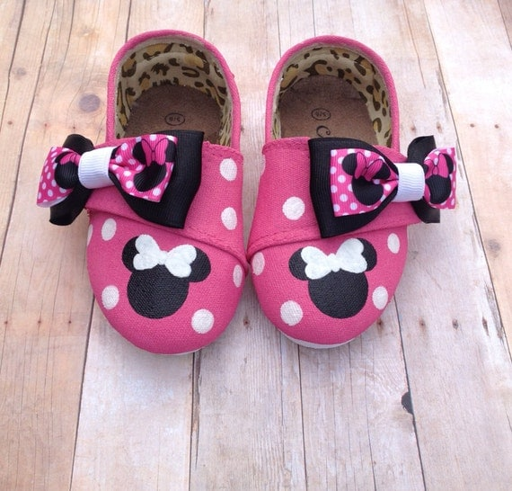 pink minnie mouse tom style shoes by beaucoupboutique on etsy