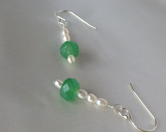 Dangle green jade and freshwater pearl earlings on sterling silver hooks
