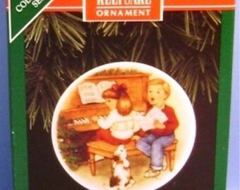 1992 Sweet Holiday Harmony Hallmark Series Ornament