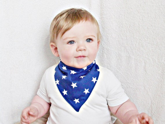 This infinity scarf-style bib catches every dribble and is a fashionable accessory for every outfit! The BandoBib is made of soft, stretchy fabric that will allow it to sit close to your baby's chin and fit comfortably all day.