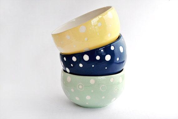 Cuenco de Cerámica Decorado con Círculos en Verde, Azul o Amarillo